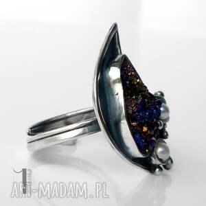 metaloplastyka niebieskie invaerne i srebrny pierścionek