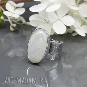 pierścionek kamień księżycowy