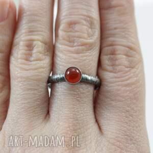 pierścionki 19 karneol w fakturowanym srebrze