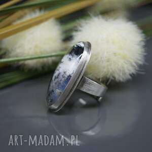 pierścionek białe klasyczna elegancja