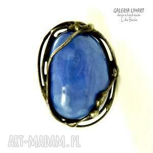 Galeria Limart Kobaltowo na palcu, perścionek absolutnie niezwykly ze wzgledu na kolor oczka duży