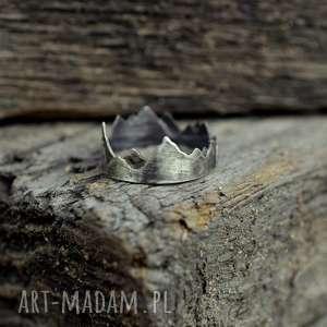 atrakcyjne pierścionki pierścionek korona ziemi