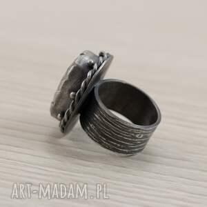modne pierścionki kryształ górski i srebro - okazały