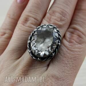 modne pierścionki srebrny-pierścionek kryształ górski i srebro - okazały