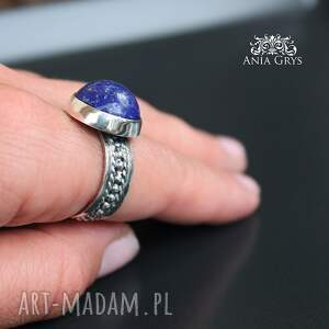 oksydowany efektowny pierścionek od podstaw wykonany