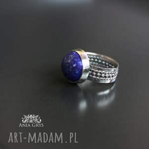 niebieskie lapis lazuli w srebrnych objęciach