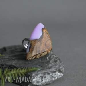 lawendowy pierścionek z drewna