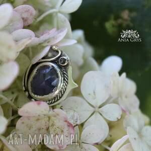 oksydowany elegancki, romantyczny pierścionek od podstaw
