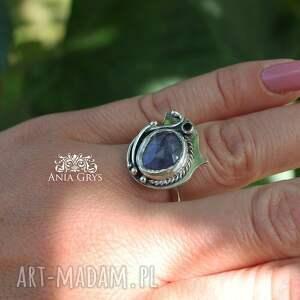 niebieskie pierścionek lawendowy z tanzanitem