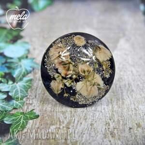 0546/ mela pierścionek - kwiaty