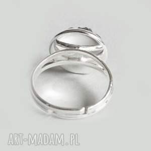białe pierścionki nieduży mozaikowy pierścionek regulowany
