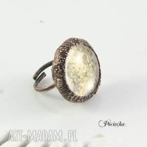 trendy pierścionki pierścionek na łące - z polnymi