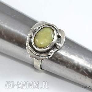 srebrny opal żółty