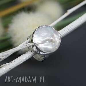 białe pierścionek perła słonowodna -