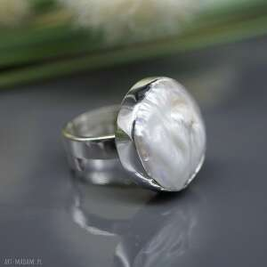 ciekawe pierścionek perła słonowodna -