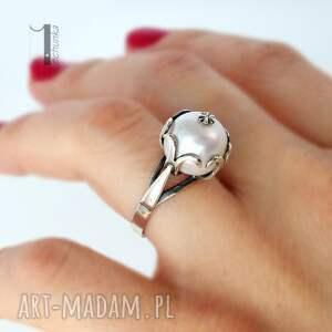 pierścionki klasyczny perłowy - srebrny pierścionek
