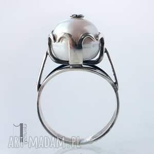 modne pierścionki srebro perłowy - srebrny pierścionek