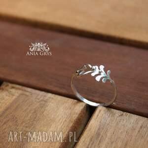delikatny pierścionek wykonany od podstaw