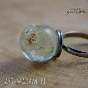 modne zatrwian pierścionek kula z żywicy