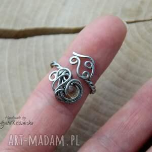 pierścionek ręcznie wykonany z kwarcem