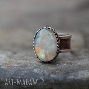 pierścionek royal z kamieniem
