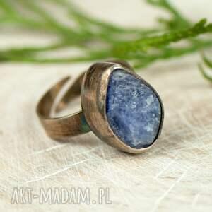 turkusowe pierścionki pierścionek-tanzanit pierścionek srebrny z surowym