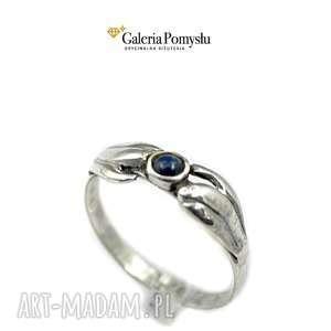 efektowne pierścionek delikatny z szafirem naturalnym