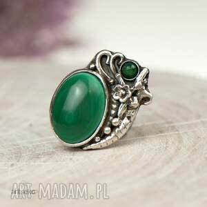 modne pierścionek srebrny z malachitem