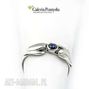 srebrne pierścionek srebrny z szafirem