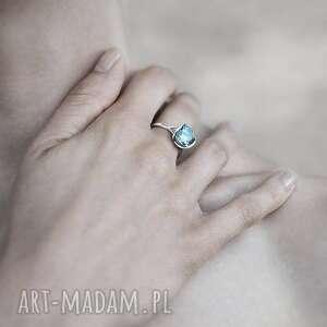 585 pierścionki pierścionek z białego złota próby