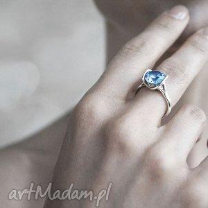 niebieskie pierścionki złoto pierścionek z białego złota próby