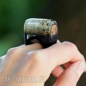 żywica białe pierścionek z brzozą i czarną