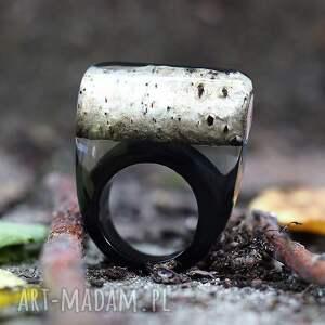 pierścionek z brzozą i czarną