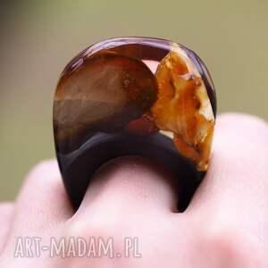 brązowe bursztyn pierścionek z bursztynem i czarną
