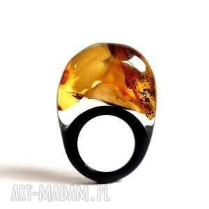 atrakcyjne żywica pierścionek z bursztynem i czarną