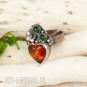 pierścionek bursztyn z bursztynowym sercem