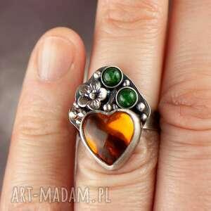 pomarańczowe pierścionek bursztyn z bursztynowym sercem