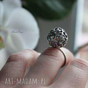 srebrne pierścionki pierścionek z fiołkiem w kuleczce