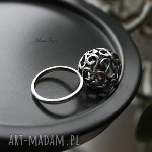 unikatowe pierścionki pierścionek z fiołkiem w kuleczce
