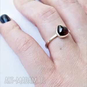modne pierścionek granat biżuteria artystyczna dziki królik wykonana