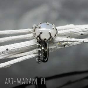 kamień pierścionki pierścionek z kamieniem księżycowym