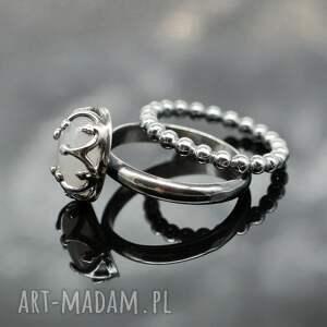 białe pierścionki pierścionek z kamieniem księżycowym