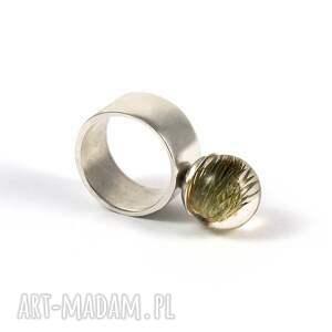 zielone pierścionki minimalistyczny pierścionek z naturalnym ostem