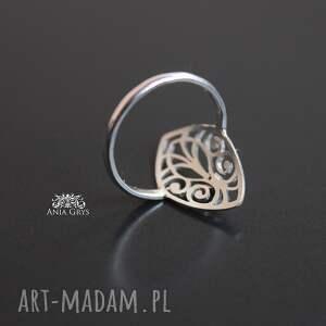 rozeta pierścionek z rozetką i fiołkową