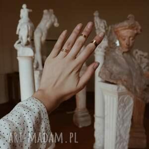 modne pierścionki pierścionek z różowego złota