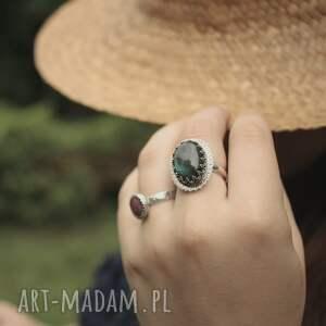 owalny pierścionki promienny