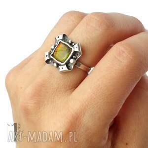 klasyczny pierścionki retro kwiat z ammolitem ognistym