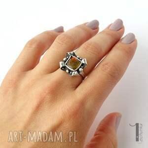 pierścionki klasyczny retro kwiat z ammolitem ognistym