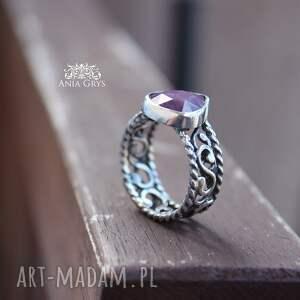 atrakcyjne rubin z koronką