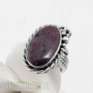 romantyczny pierścionki rubinowa pianka